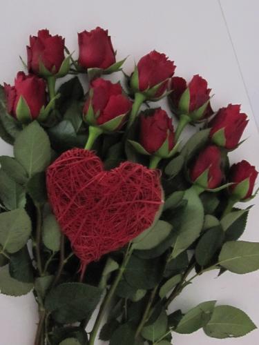 Blumenstrauss Rote Rosen Gruss Mit Herz Versand Fur Blumen